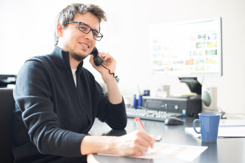 Junger Mann Am Telefon, Telefonmarketing